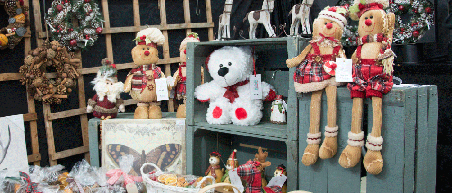 Market stall with Christmas decorations